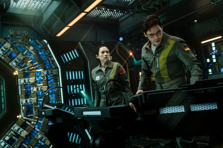 the_cloverfield_paradox_ship_interior_3840.0